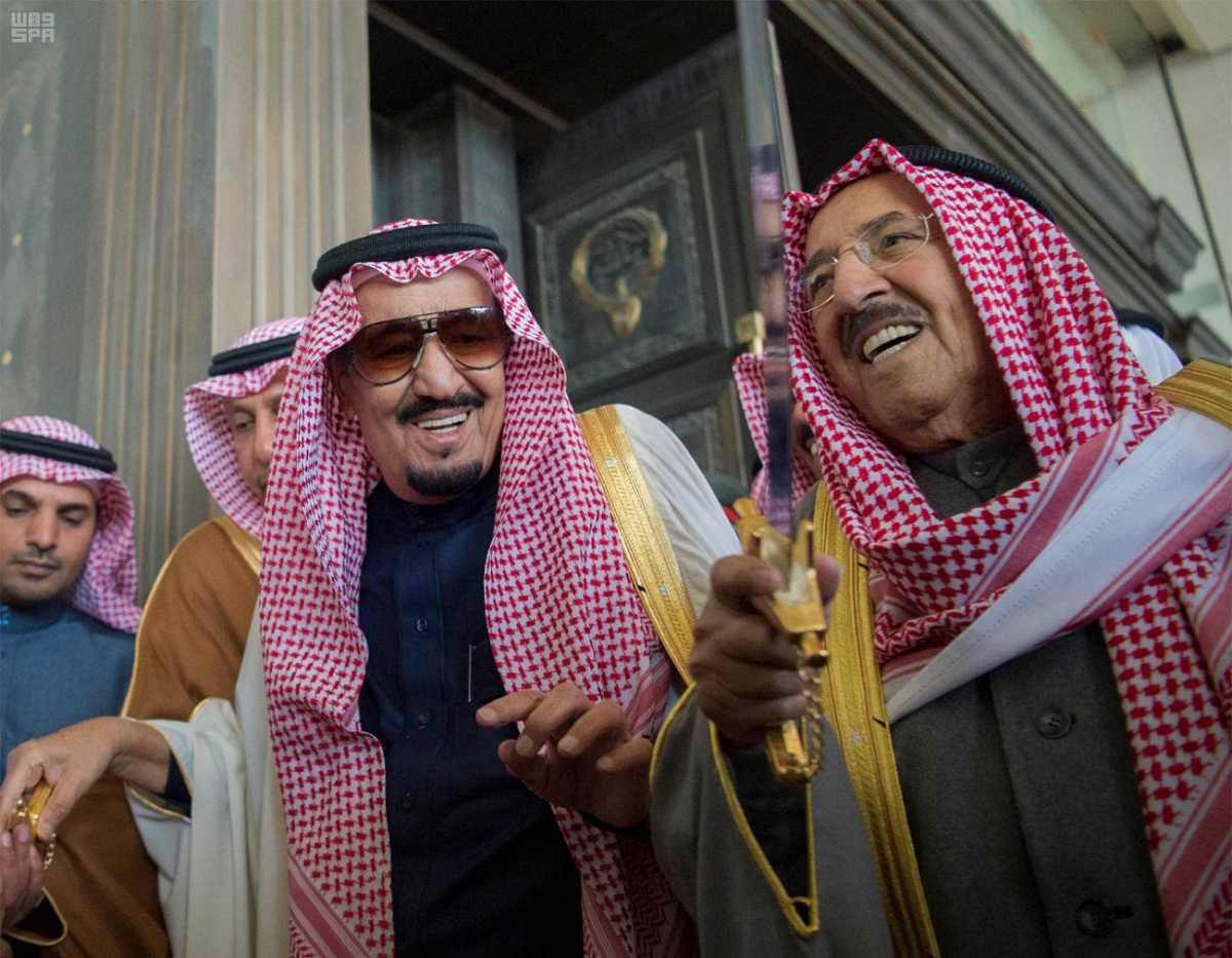 الملك سلمان يشرف مادبة الغداء التي أقامها ولي عهد الكويت.jpg1