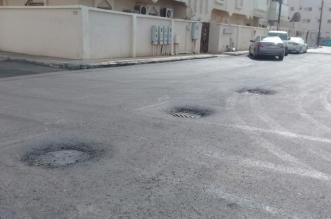 صور.. حفريات ومخاطر بعد سفلتة شوارع حي المطار بجازان على الأسفلت القديم - المواطن
