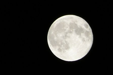 صورة فلكية جدة: بدر ربيع الآخر يزين سماء السعودية.. الليلة