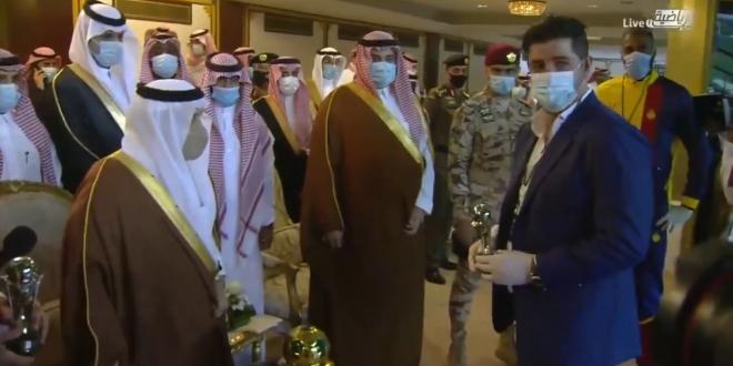 صورة أمير الرياض يكرم فيتوريا وقائد النصر