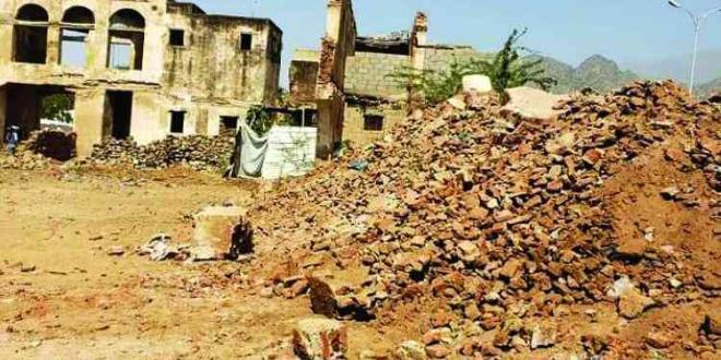 صورة ميليشيا الحوثي تدمر قصر السخنة التاريخي في الحديدة