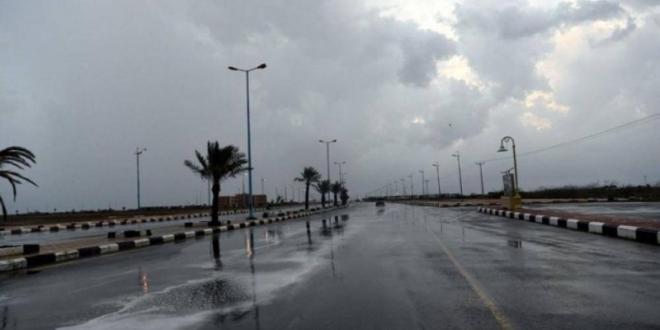 صورة الحصيني يتوقع أجواءً حارة وأمطارًا وعواصف رعدية بعدة مناطق