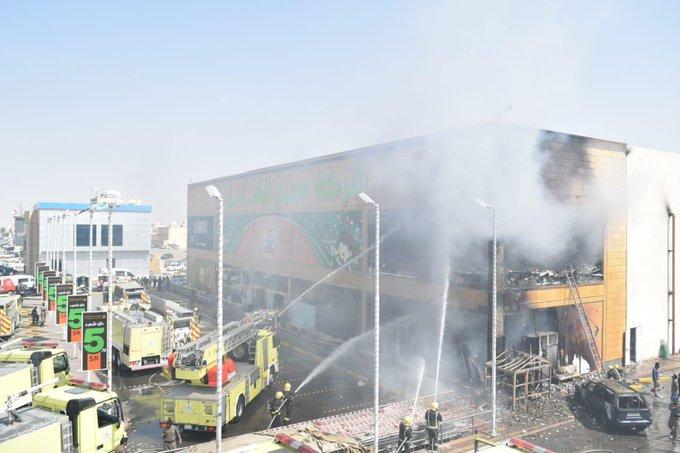 حريق يلتهم مركزًا تجاريًّا بحي العريجاء - المواطن
