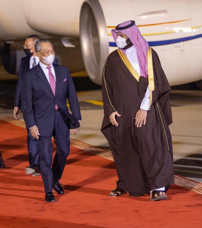 محمد بن سلمان في مقدمة مستقبلي رئيس وزراء ماليزيا في الرياض - المواطن