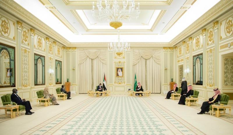 محمد بن سلمان يستعرض العلاقات الثنائية وسبل تطويرها مع رئيس الوزراء السوداني - المواطن