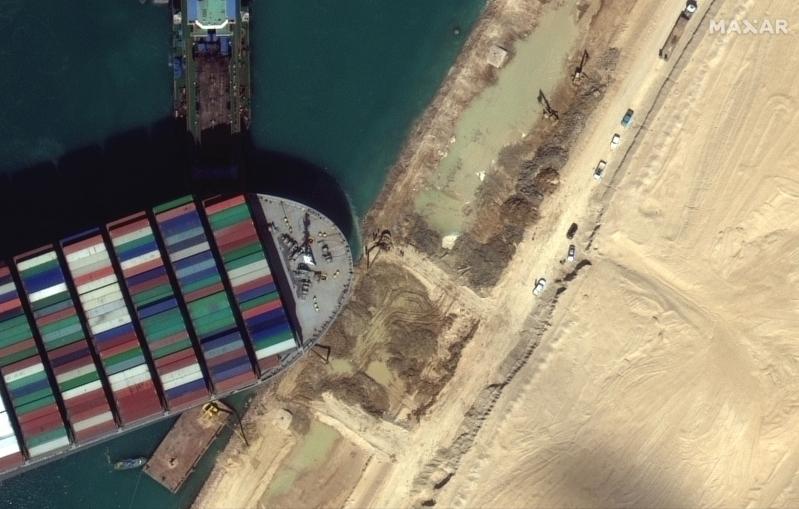 هيئة قناة السويس: تم تعديل مسار السفينة الجانحة إيفر غيفن بنسبة 80% - المواطن