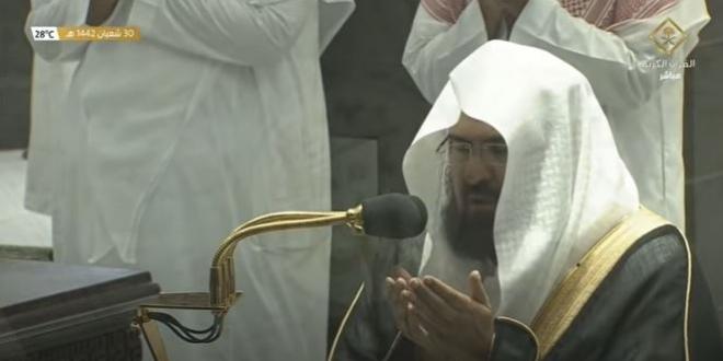 صورة فيديو.. الشيخ السديس يغالب دموعه في صلاة الوتر الأولى في رمضان