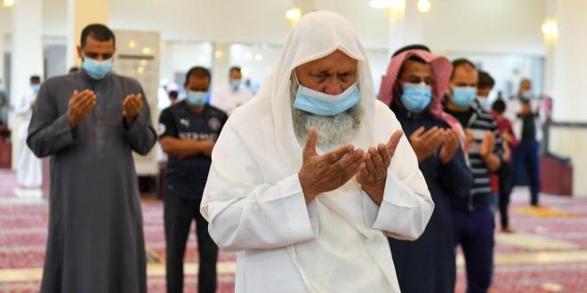 صورة لقطات من صلاة التراويح بمساجد وجوامع السعودية وسط تطبيق الإجراءات الاحترازية