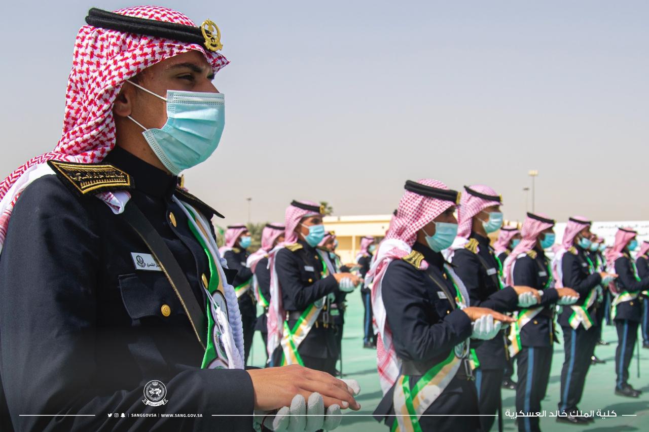 رئيس الجهاز العسكري يزف خريجي كلية الملك خالد العسكرية - المواطن