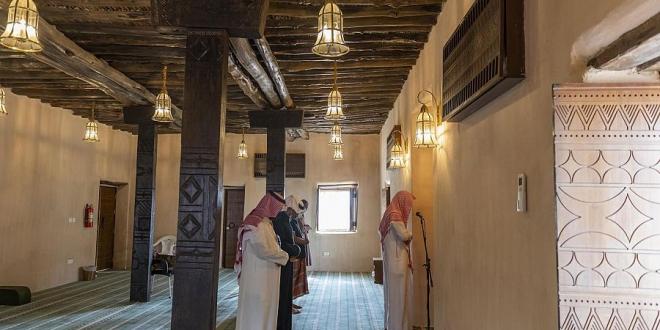 صورة مئذنة مسجد الظفير في الباحة تصدح بنداء الرحمن بعد إعادة تطويره