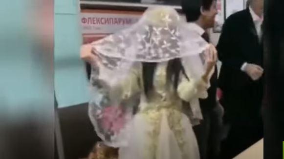 تغريم زوجين أقاما حفل الزفاف في مترو طشقند