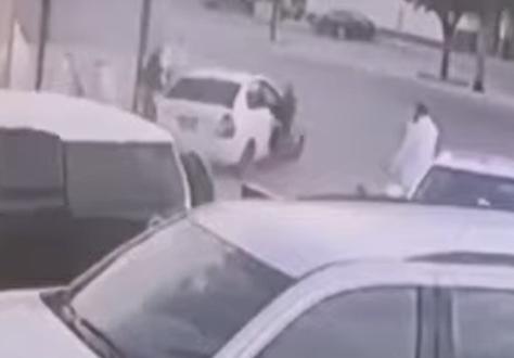 صورة مفحط يفقد السيطرة على مركبته ويدهس عدة أشخاص ويلوذ بالفرار