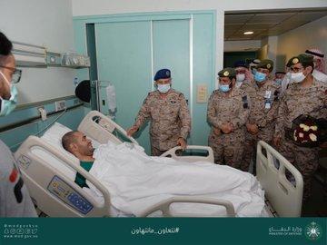 رئيس الأركان العامة يزور مصابي القوات المسلحة: تضحيات غالية دفاعًا عن الوطن