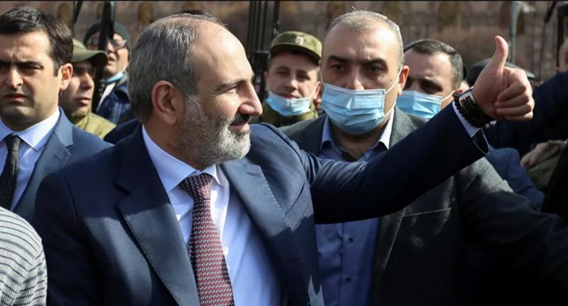 رئيس وزراء أرمينيا يعرض تسليم ابنه مقابل جنود أسرى
