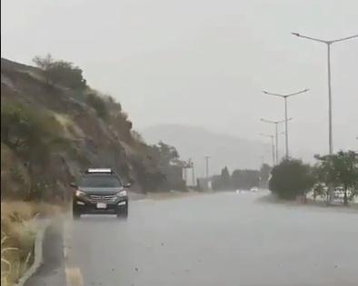 صورة توقعات بـ طقس غير مستقر غدًا: أمطار وغبار ورياح