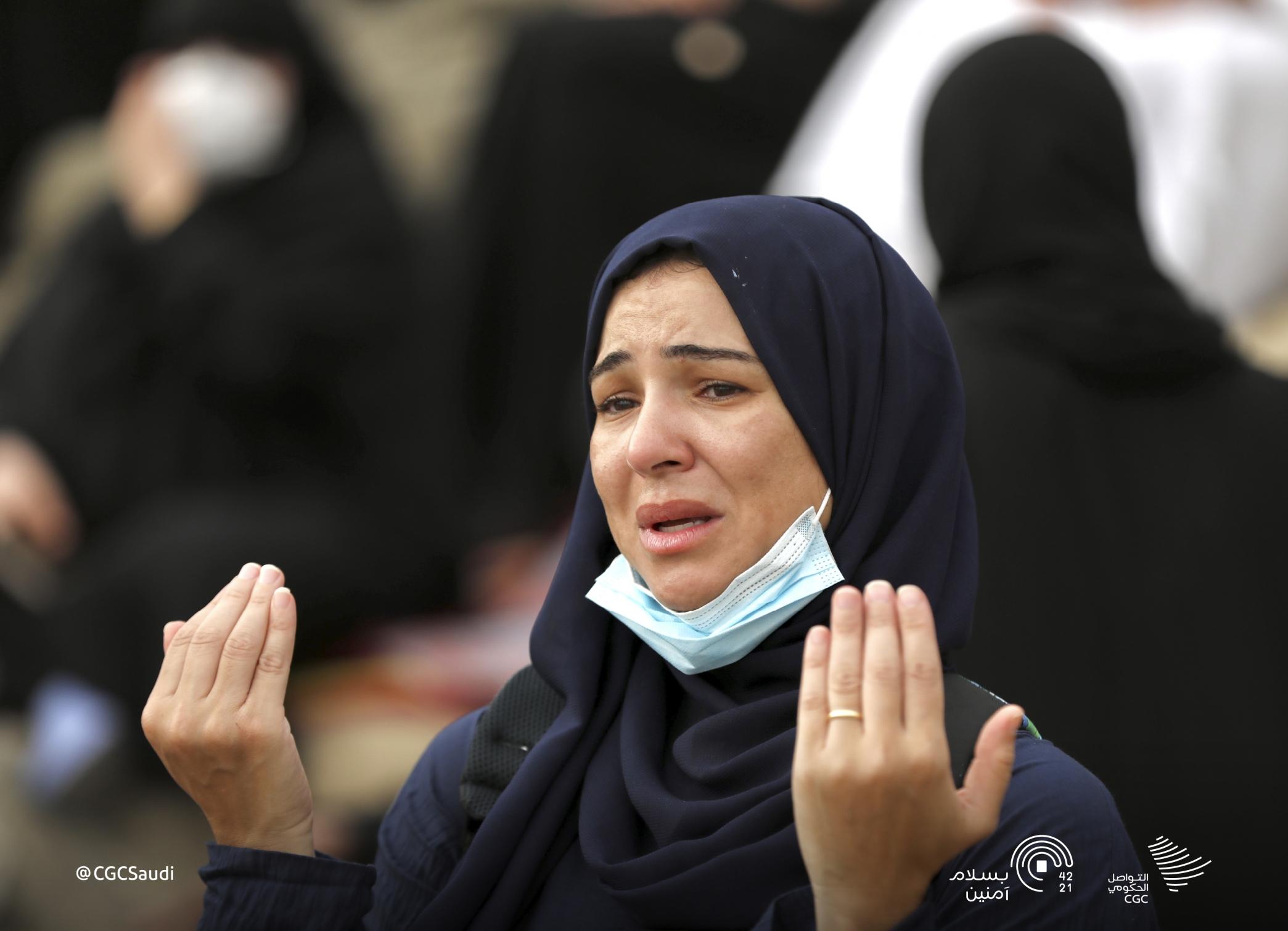 ضيوف الرحمن يودعون صعيد عرفات بالدموع - المواطن