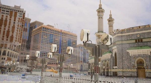 صورة تطهير وتعقيم المسجد الحرام على مدار الساعة لاستقبال المعتمرين