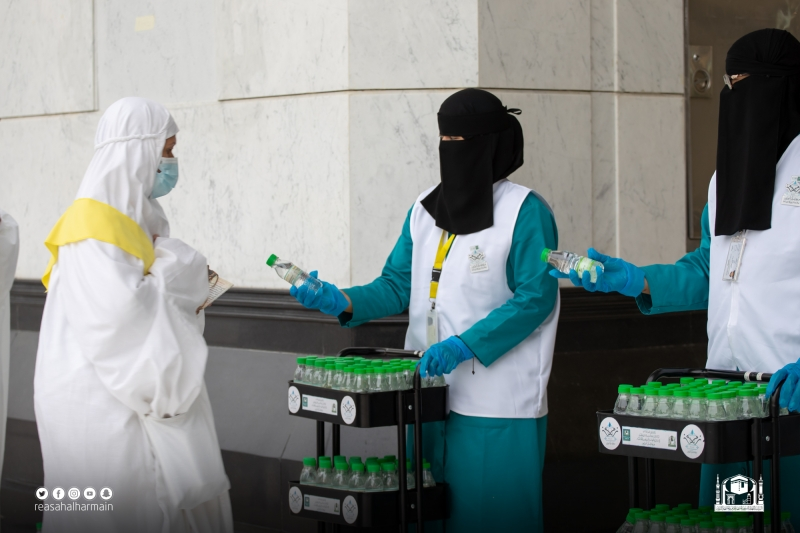 825 كادرًا نسائيًّا لخدمة قاصدات المسجد الحرام لأداء طواف الإفاضة - المواطن