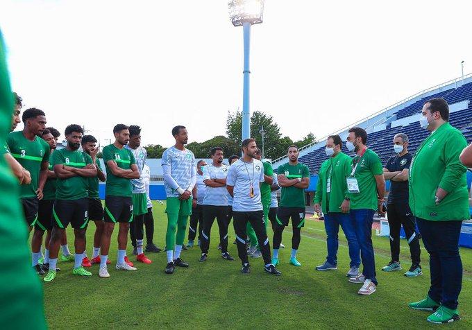 وزير الرياضة يدعم الأخضر الأولمبي قبل مواجهة كوت ديفوار