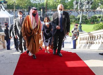 صورة وزير الخارجية يعقد جلسة مباحثات رسمية مع نظيره الفرنسي