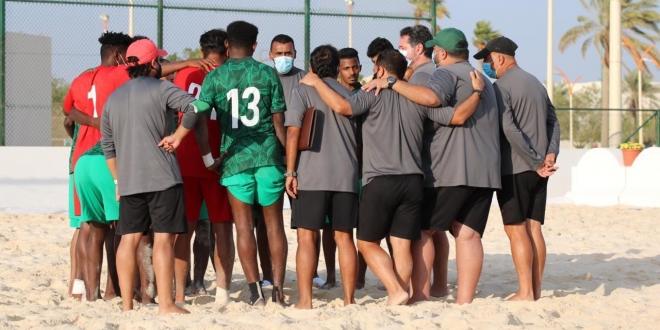 صورة 24 لاعبًا بقائمة أخضر الشاطئية في معسكر الجبيل