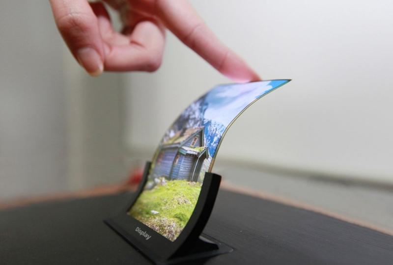 شاهد.. سامسونغ تطور شاشة مرنة قابلة للتمدد !